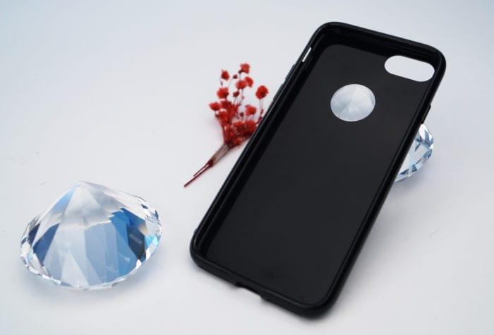 Stworzony dla iPhone'a 7 Jet Black! Błyszczące czarne etui: Ringke Shadow Black